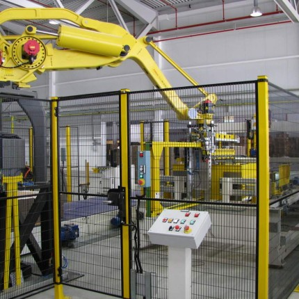 Robotic palletizer for mini line FFG